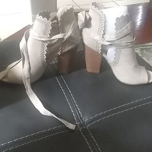 Just Fab heeled sandals size 8